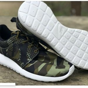 sale retailer 2cecd dbb30 Nike · NEW Nike Roshe One Print Camo Shoes ...